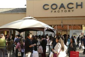 Coach Outlet Store – Buying a price reduction Handbag