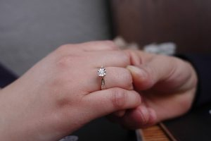 Tips to find the perfect engagement ring size